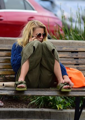 Busy Philipps Relaxing on a bench in Los Angeles