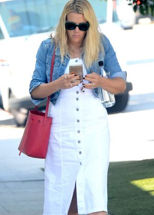Busy Philipps - Shopping at Irene Neuwirth in West Hollywood