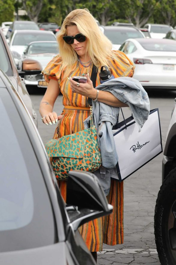 Busy Philipps - Shopping in West Hollywood
