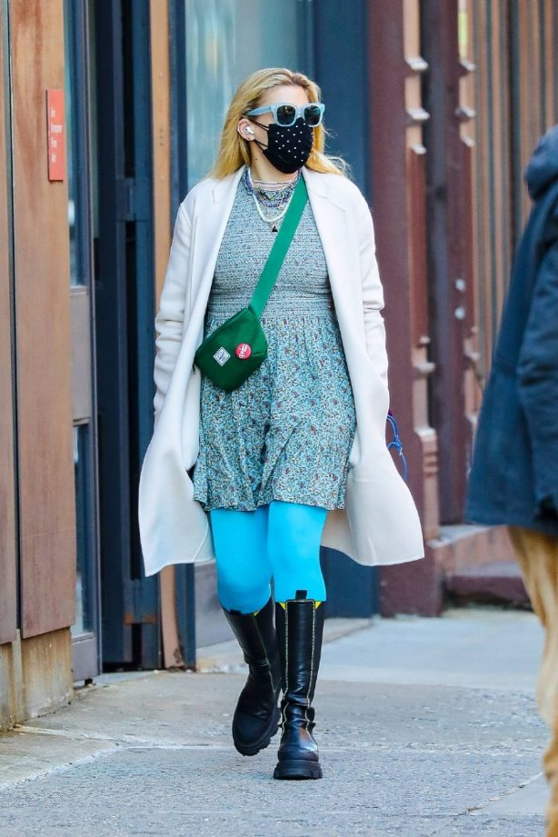 Busy Philipps - Steps out for an afternoon stroll in New York