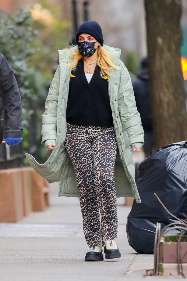 Busy Philipps - With her personal assistant in NYC