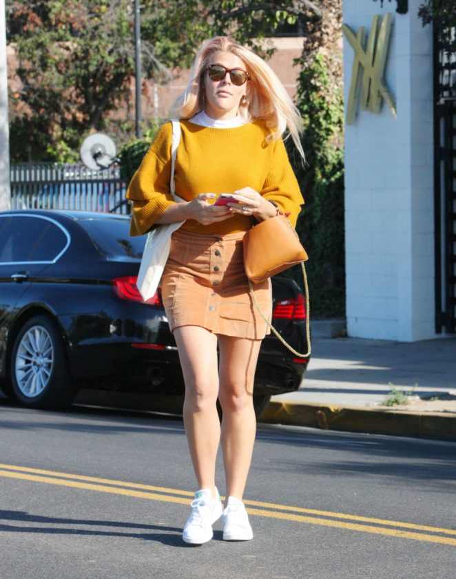 Busy Philips - Leaves a salon in Beverly Hills