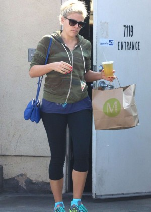 Busy Phillips in Leggings at M Cafe in West Hollywood