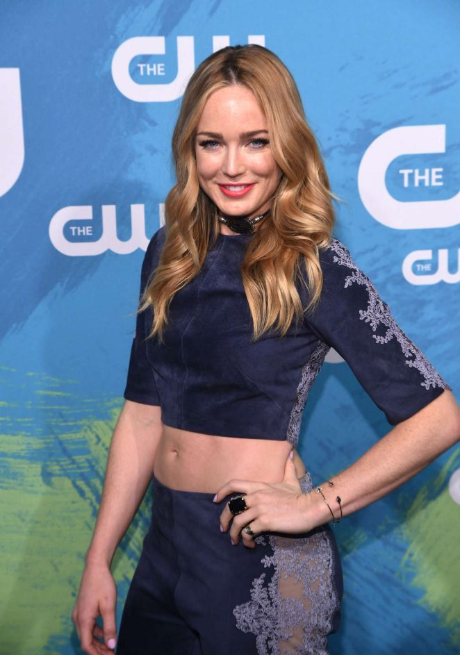 ¿Cuánto mide Caity Lotz? - Real height Caity-Lotz:-The-CW-Upfront-Presentation-2016--12-662x943