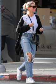 Cameron Diaz at a nail salon and then a skin care salon in Santa Monica