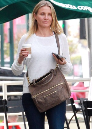 Cameron Diaz - Gets a coffee at Starbucks in Studio City