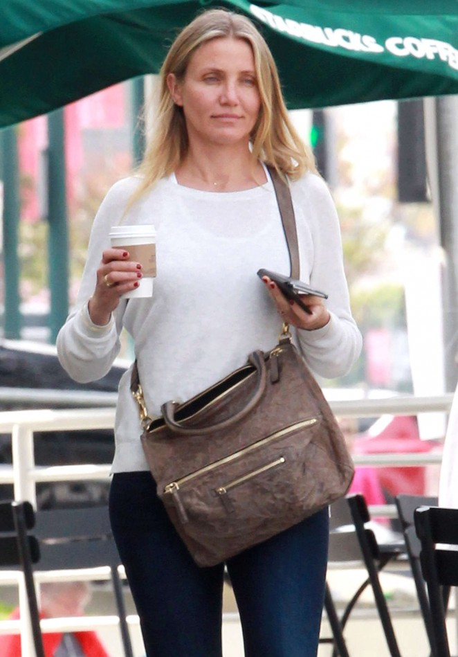Cameron Diaz – Gets a coffee at Starbucks in Studio City