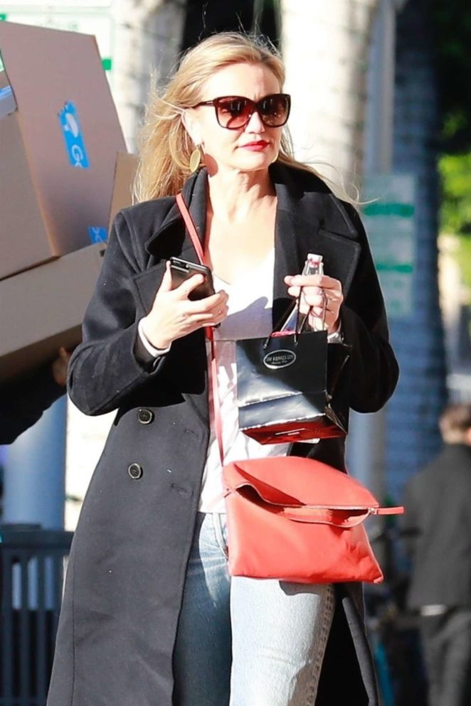 Cameron Diaz in Black Coat - Christmas Shopping in Beverly Hills