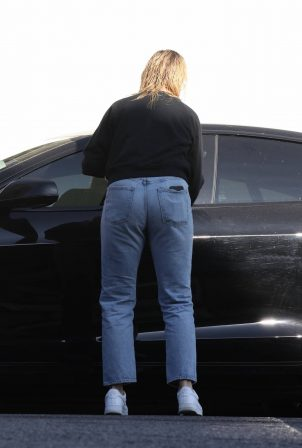 Cameron Diaz - In denim seen leaving a hair salon in Los Angeles