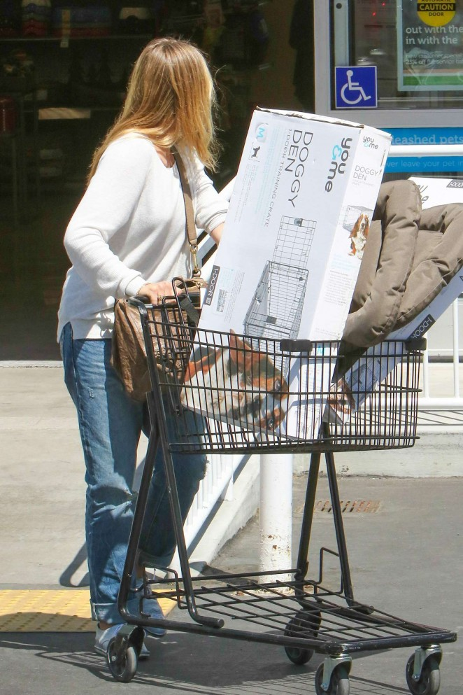 Cameron Diaz in Jeans Shopping at Petco -01