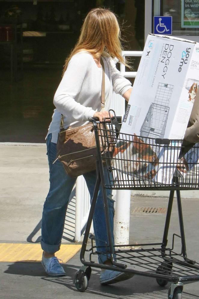 Cameron Diaz in Jeans Shopping at Petco -06