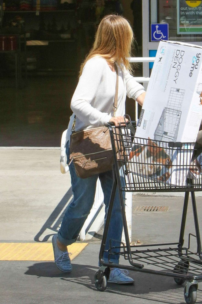 Cameron Diaz 2016 : Cameron Diaz in Jeans Shopping at Petco -10