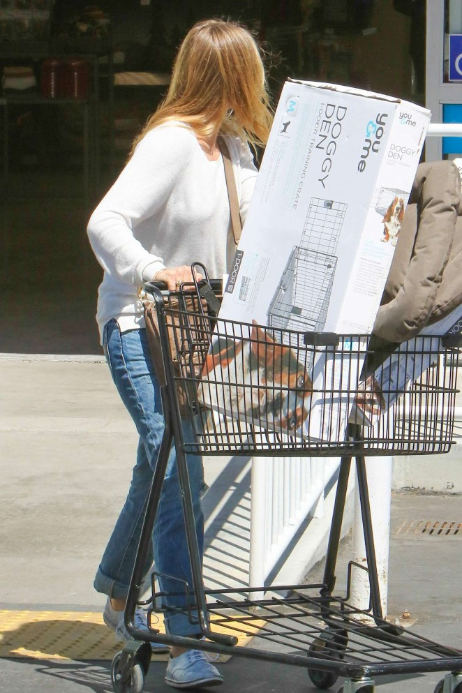Cameron Diaz in Jeans Shopping at Petco -14