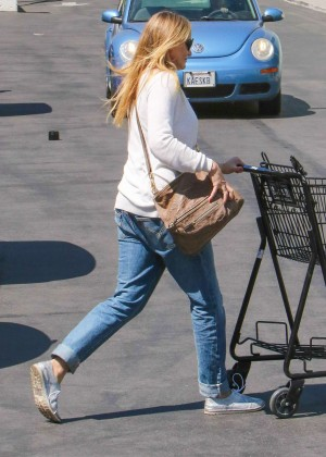 Cameron Diaz in Jeans Shopping at Petco in Studio City