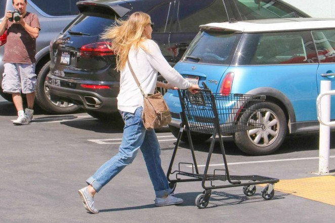Cameron Diaz in Jeans Shopping at Petco -19