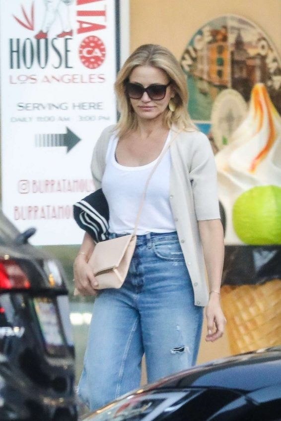 photos 2019 : Cameron Diaz – Leaves Urth Caffe in Beverly Hills-02