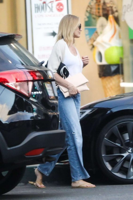 photos 2019 : Cameron Diaz – Leaves Urth Caffe in Beverly Hills-11
