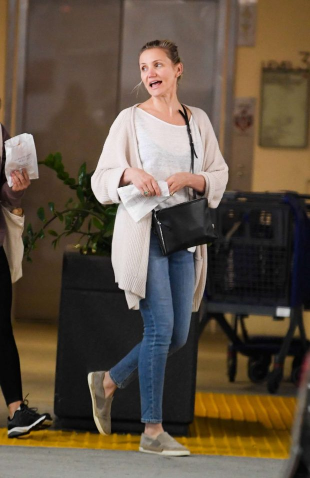 Cameron Diaz: Out for breakfast at Eataly -02