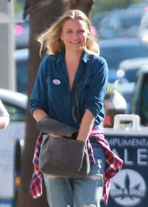 Cameron Diaz out for breakfast in Studio City