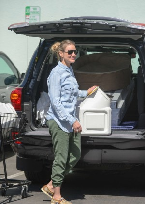 Cameron Diaz - Shopping at Petco in NY