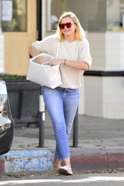 Cameron Diaz - Shopping at West Elm in Los Angeles