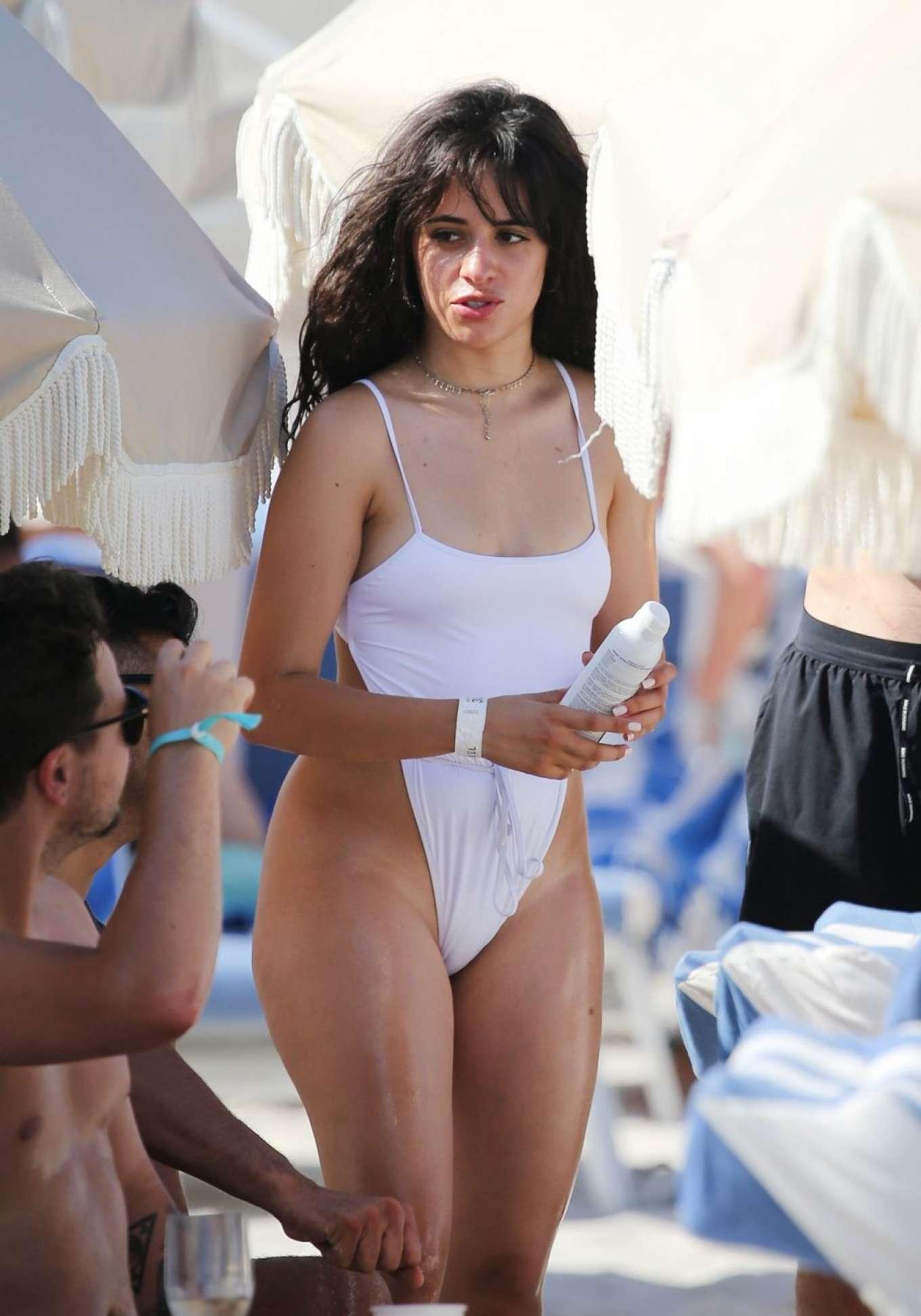 bathing white suit gomez Selena