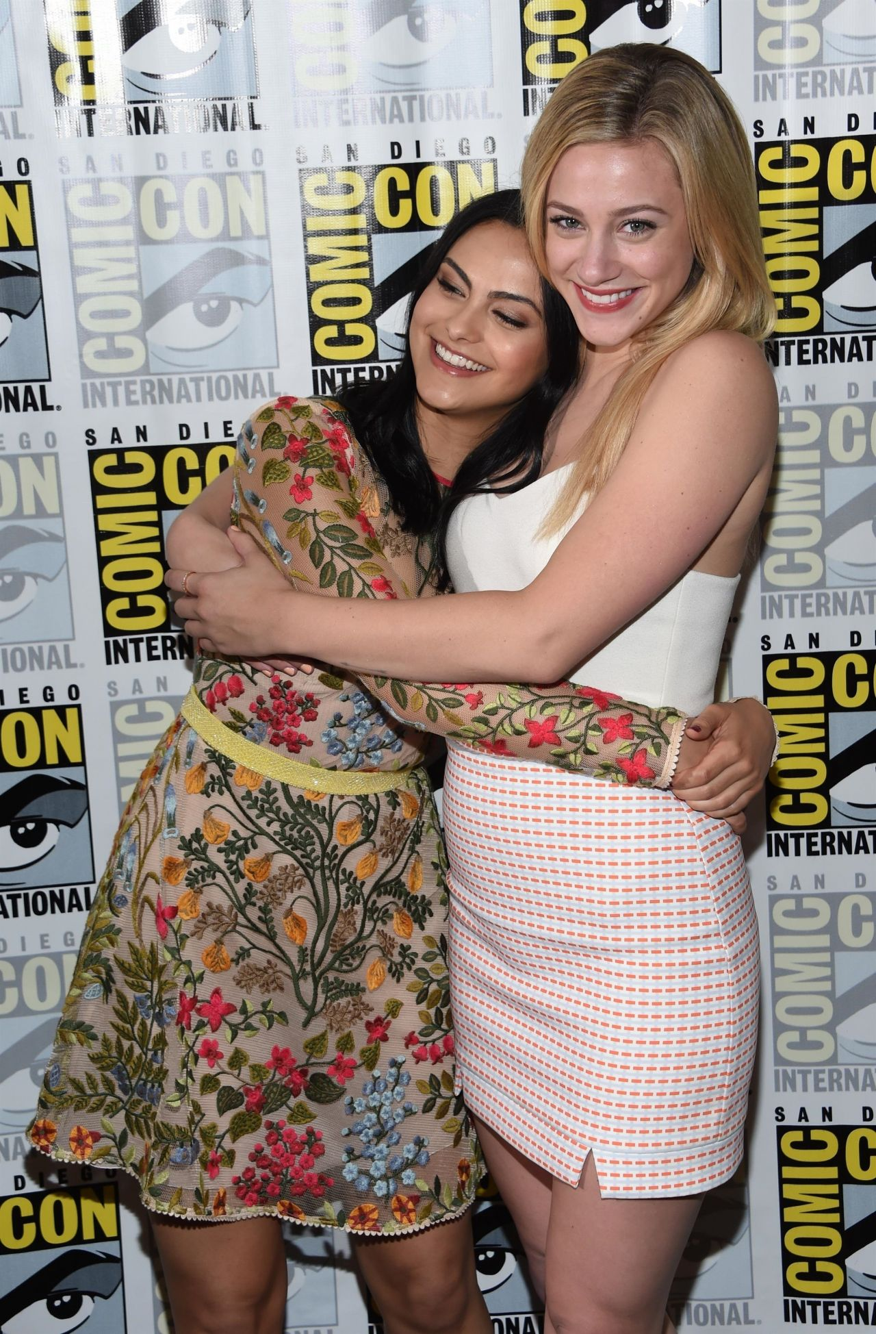 Camila Mendes And Lili Reinhart Riverdale Panel At Comic