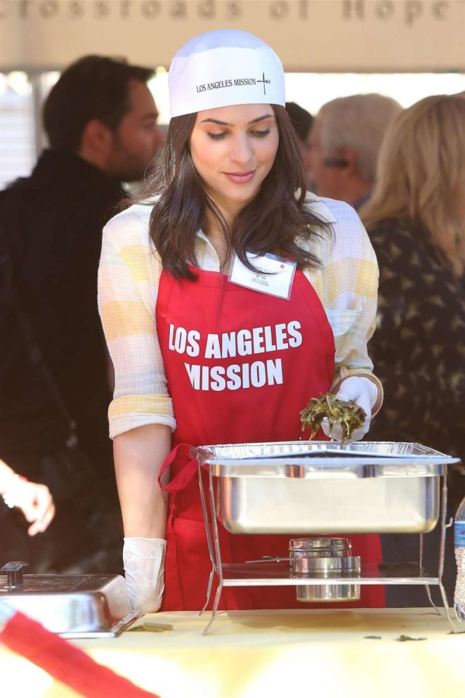 Camilla Banus - Los Angeles Mission Thanksgiving Meal for the homeless in LA