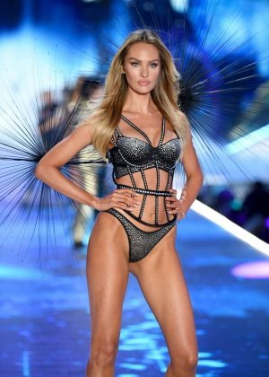 Candice Swanepoel - 2018 Victoria's Secret Fashion Show Runway in NY