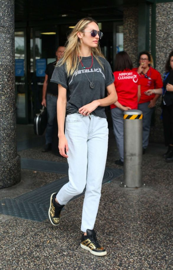 Candice Swanepoel - Arrives in Milan