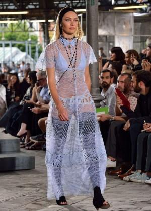 Candice Swanepoel: Givenchy 2016 Fashion Show -03
