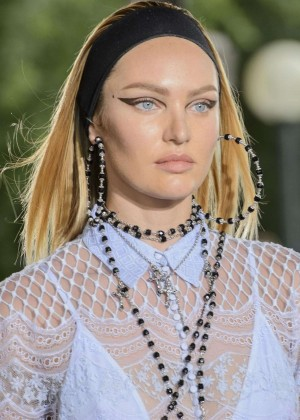 Candice Swanepoel: Givenchy 2016 Fashion Show -04