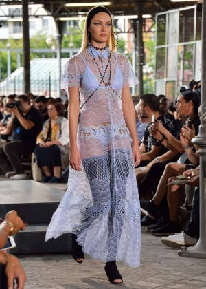 Candice Swanepoel: Givenchy 2016 Fashion Show -05