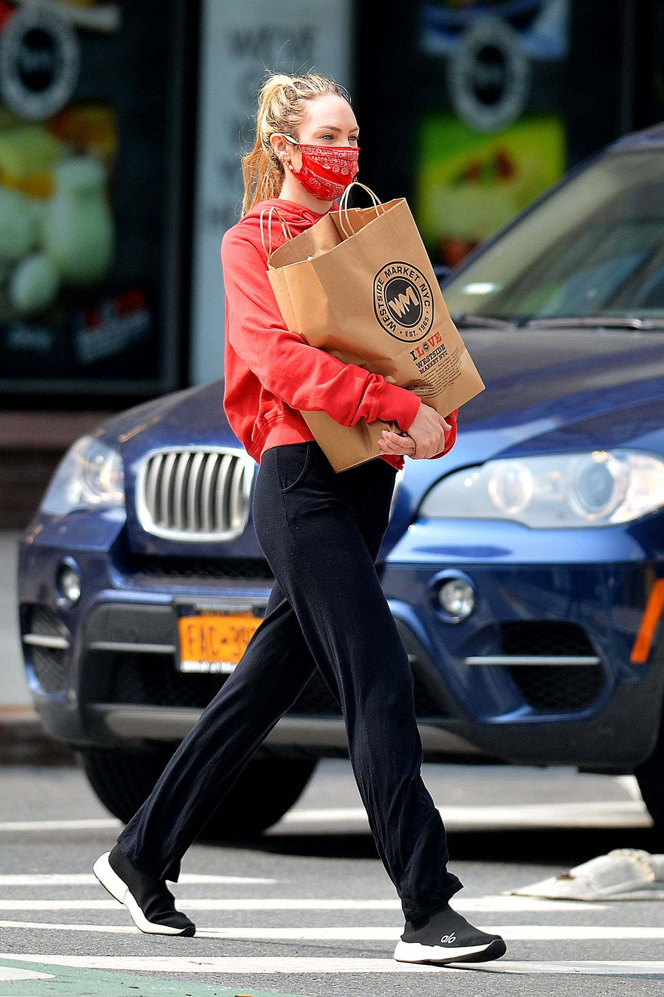 Candice Swanepoel 2020 : Candice Swanepoel – Grocery shopping candids in New York City -04