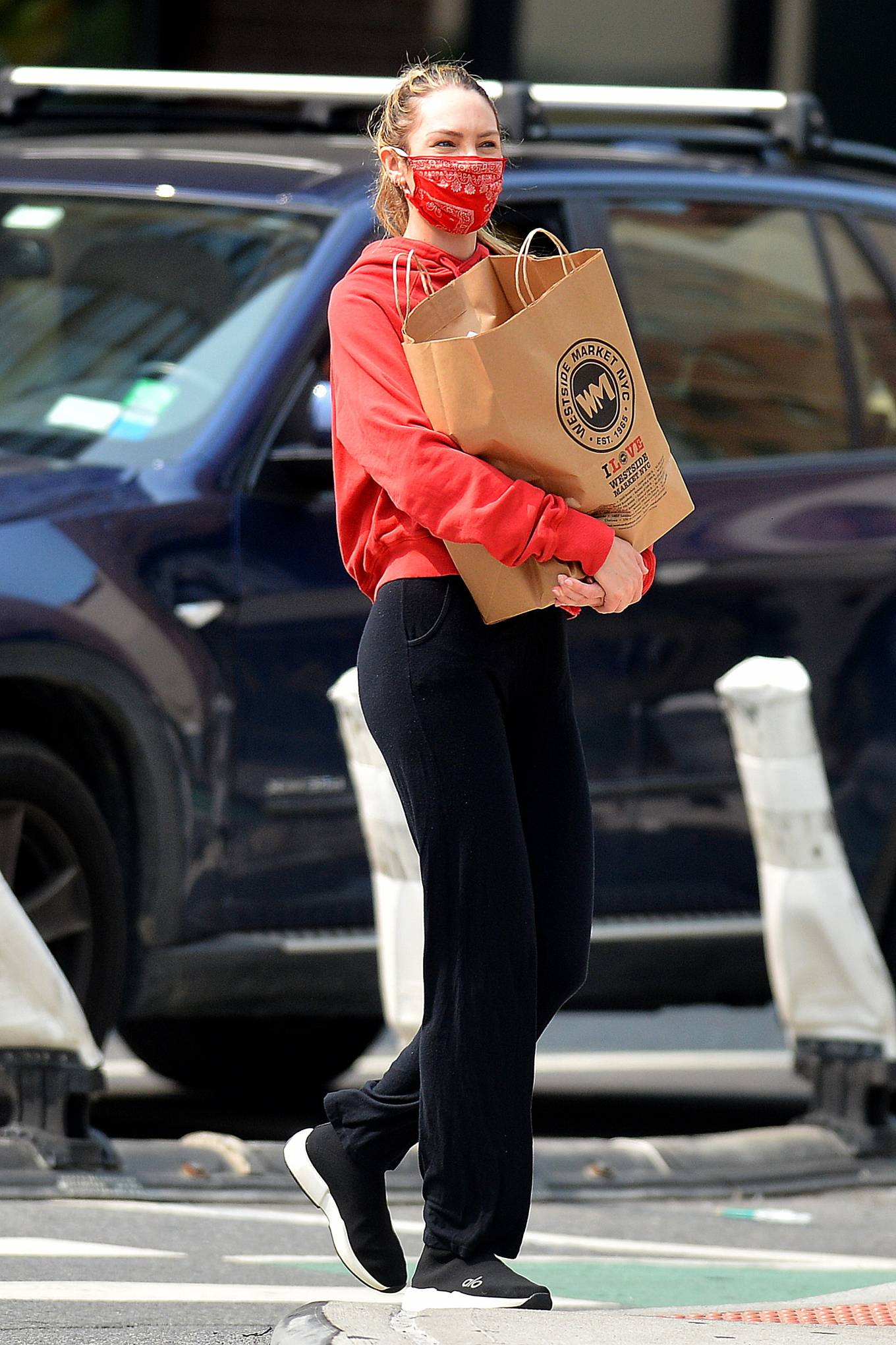 Candice Swanepoel 2020 : Candice Swanepoel – Grocery shopping candids in New York City -05