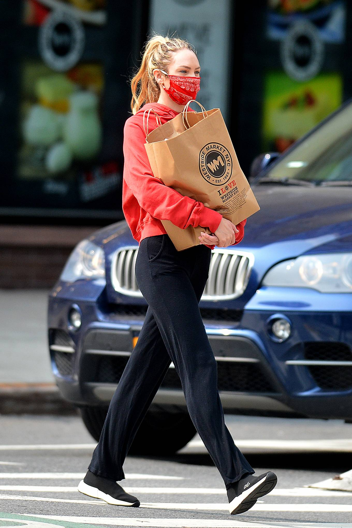 Candice Swanepoel 2020 : Candice Swanepoel – Grocery shopping candids in New York City -06