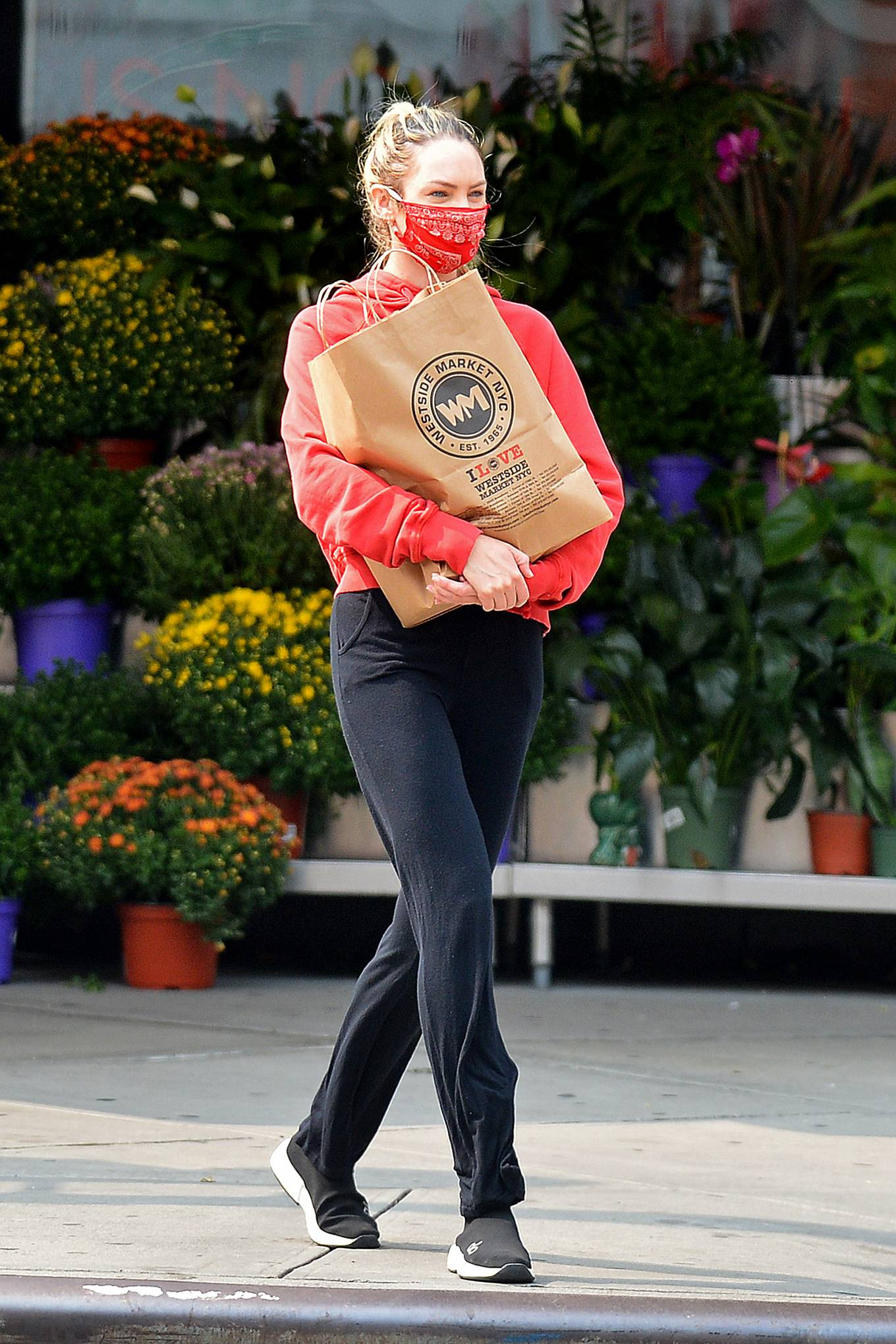 Candice Swanepoel - Grocery shopping candids in New York City