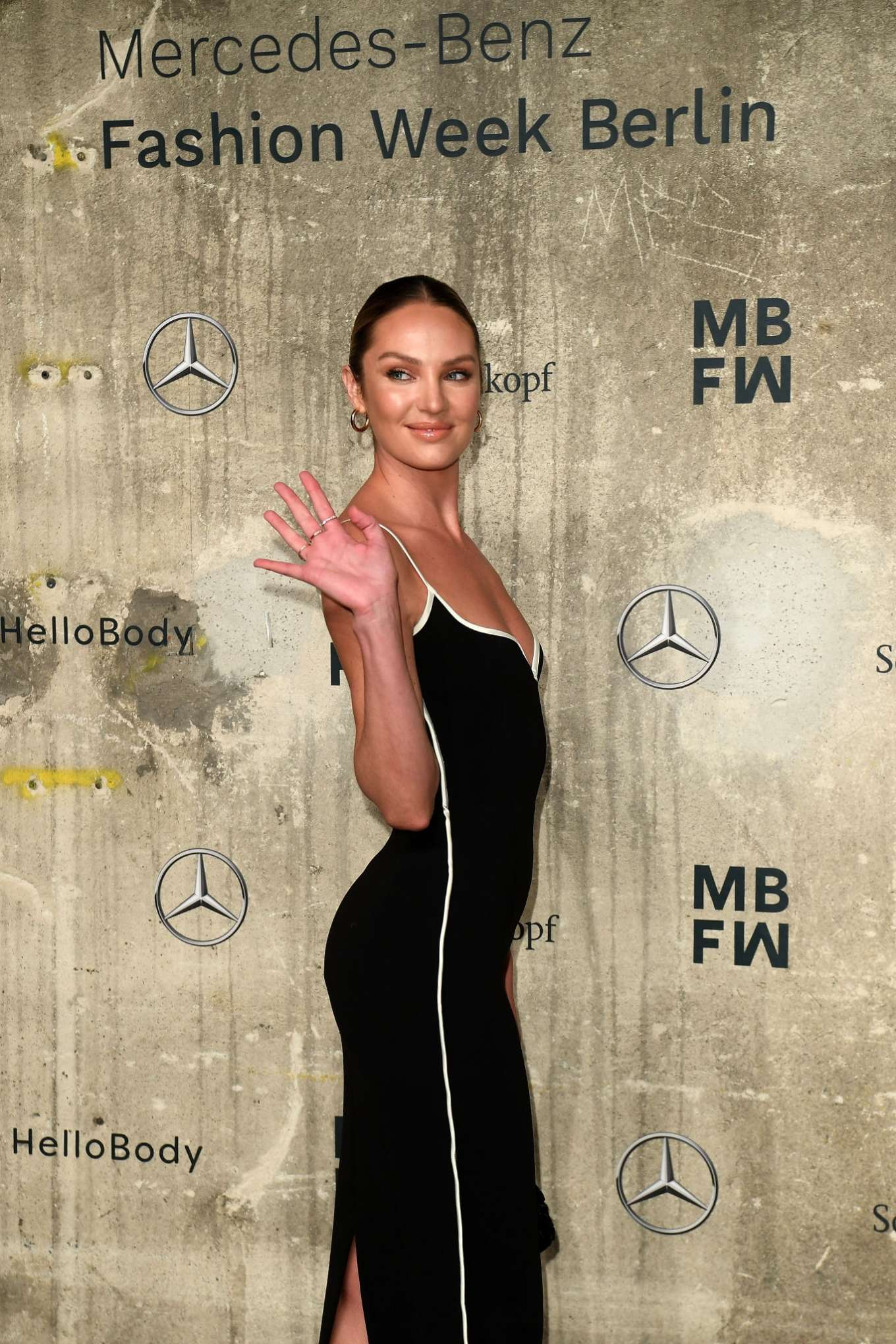 Candice Swanepoel 2020 : Candice Swanepoel – Mercedes-Benz presents Fashion Talents from South Africa show-07