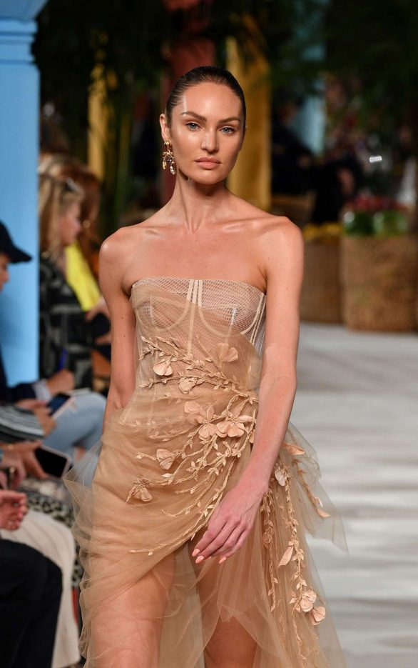 Candice Swanepoel - Oscar de la Renta Runway Show - New York Fashion Week