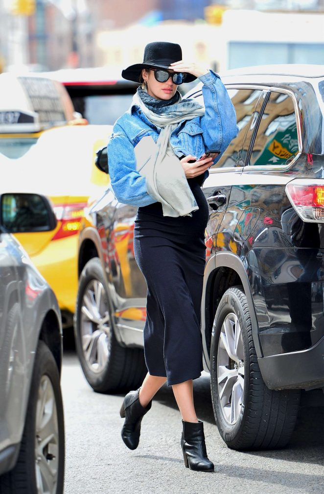 Candice Swanepoel - Shopping in NYC
