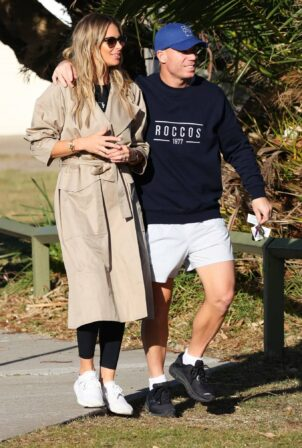 Candice Warner - With David Warner are seen picking up the kids from school in Maroubra - Australia