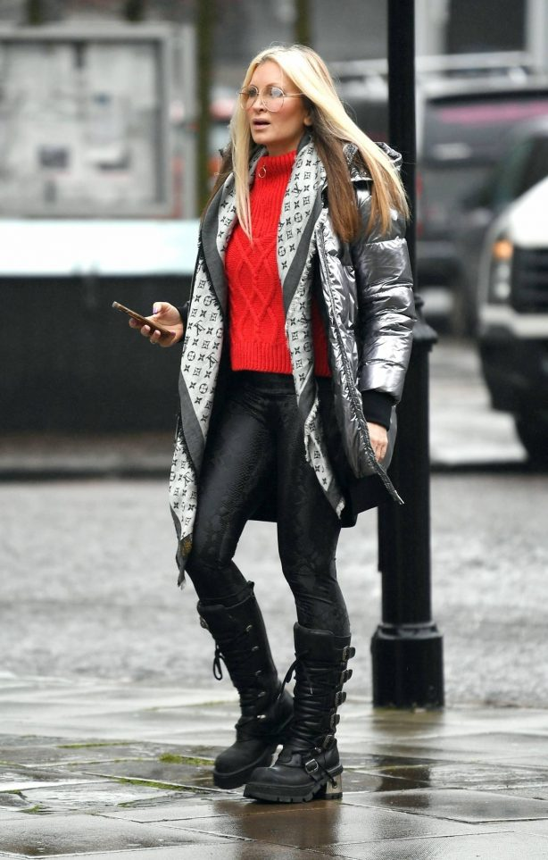 Caprice Bourret - Ot for a stroll through London