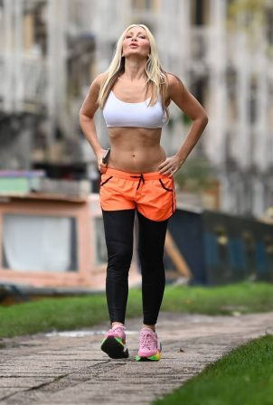 Caprice Bourret - Seen jogging in London