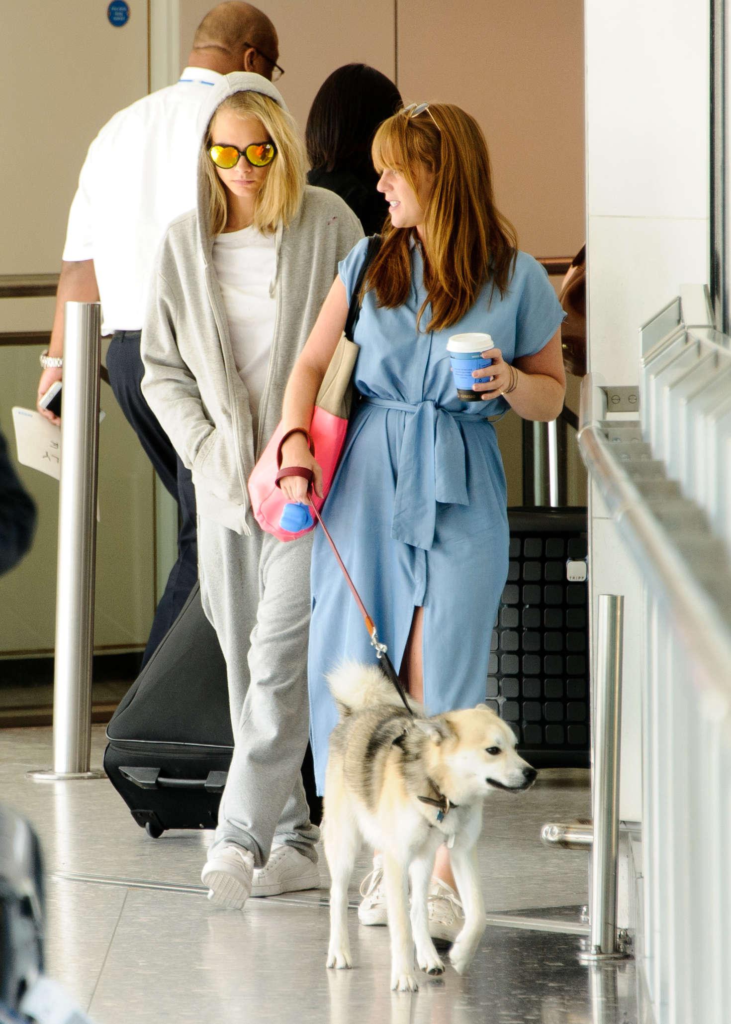 Cara Delevingne 2016 : Cara and Poppy Delevingne Arrive at Heathrow Airport -04