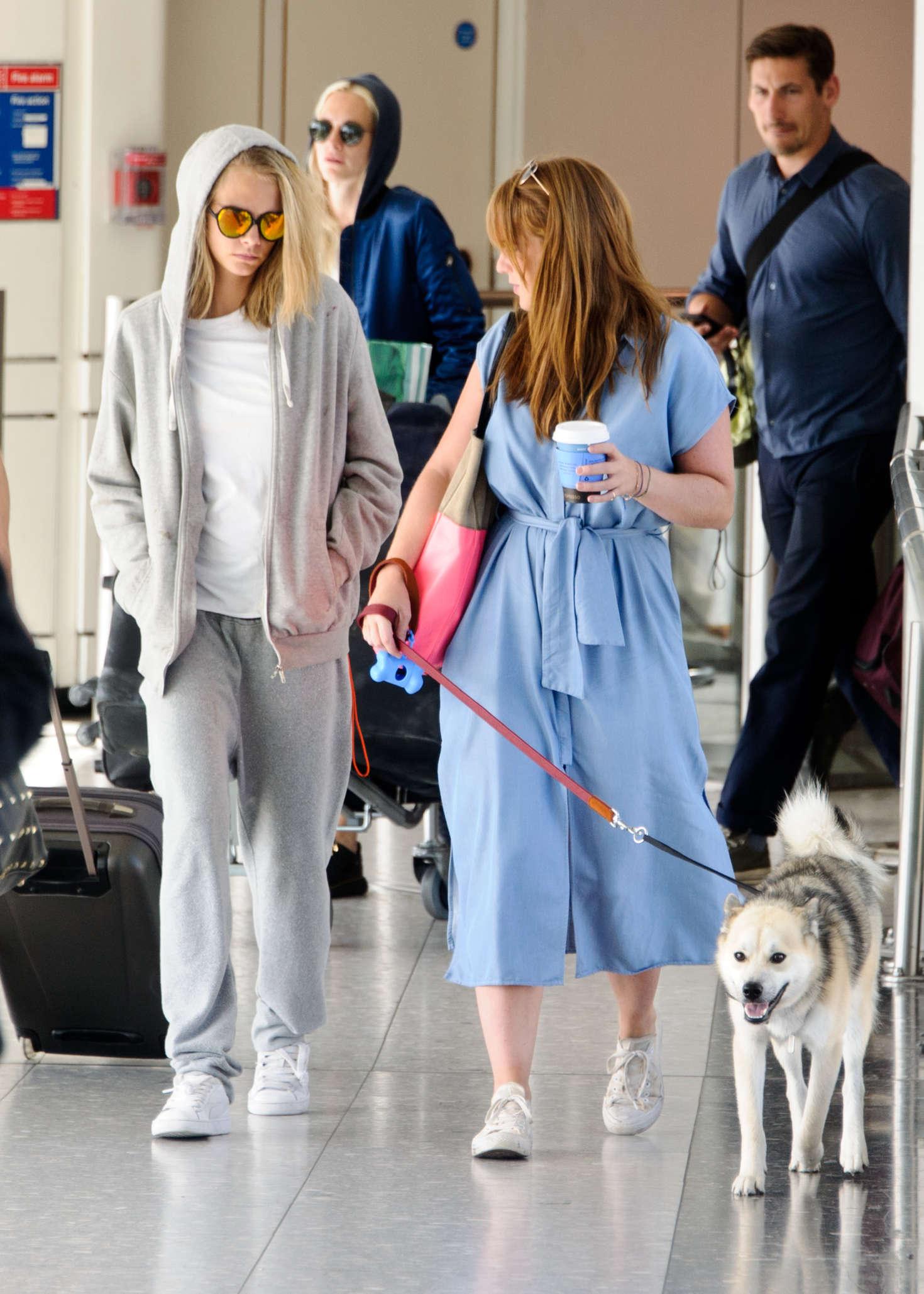 Cara Delevingne 2016 : Cara and Poppy Delevingne Arrive at Heathrow Airport -13