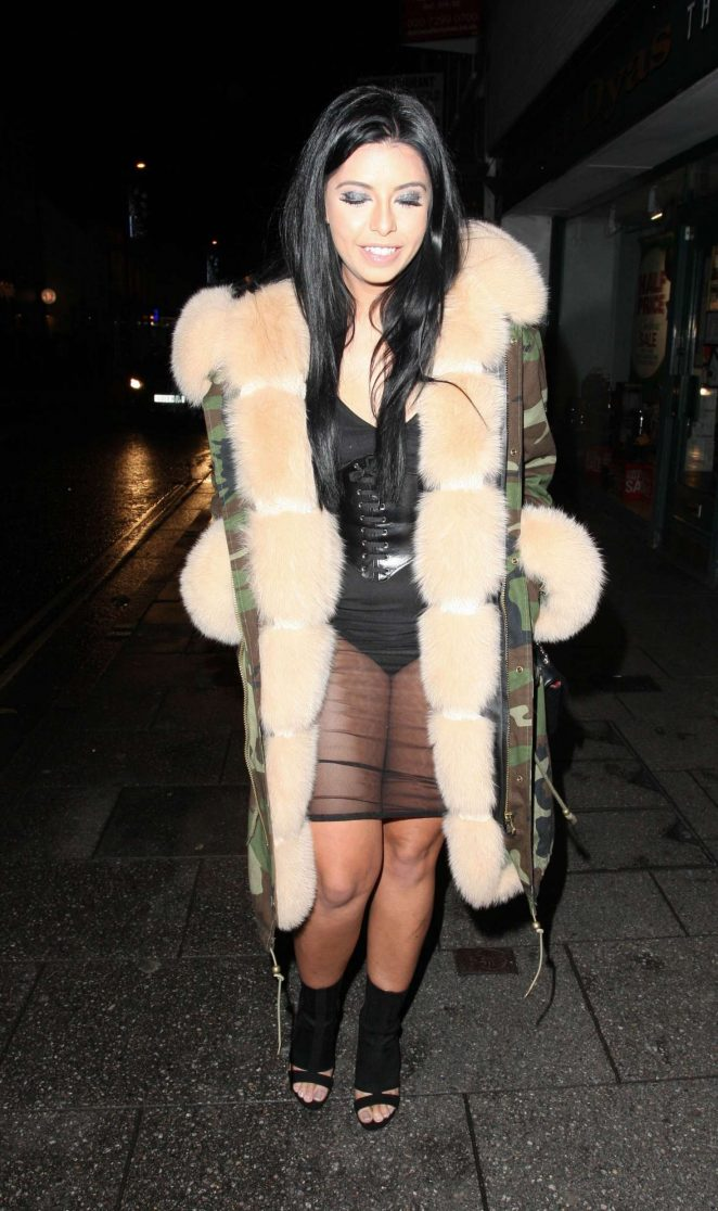 Cara De La Hoyde Heading to the Sugar Hut in Brentwood