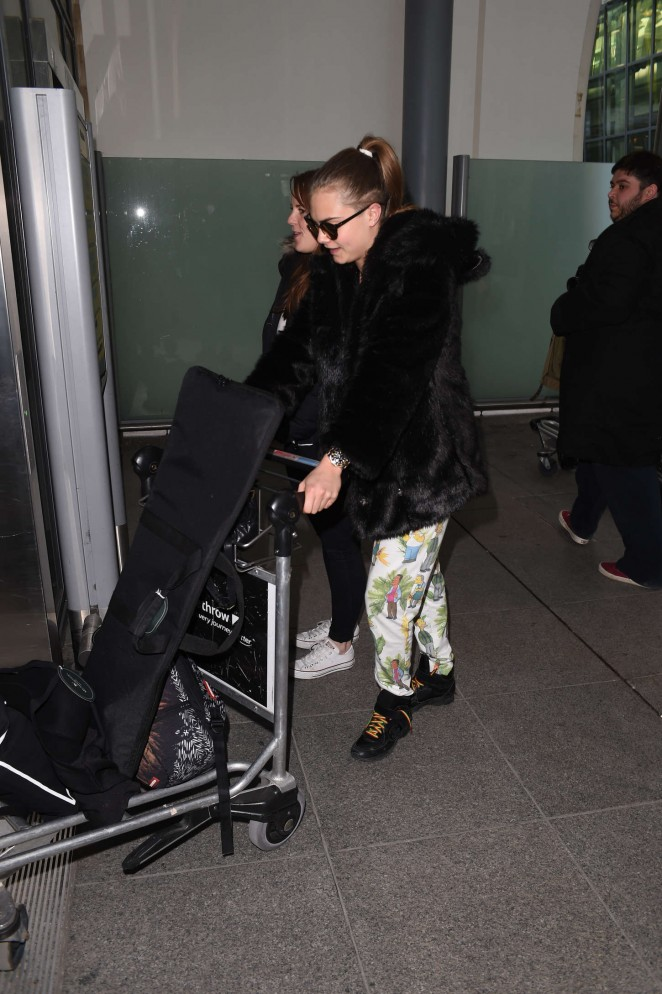 Cara Delevingne 2015 : Cara Delevingne at Heathrow Airport -52