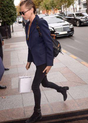 Cara Delevingne - Arriving at her hotel in Paris