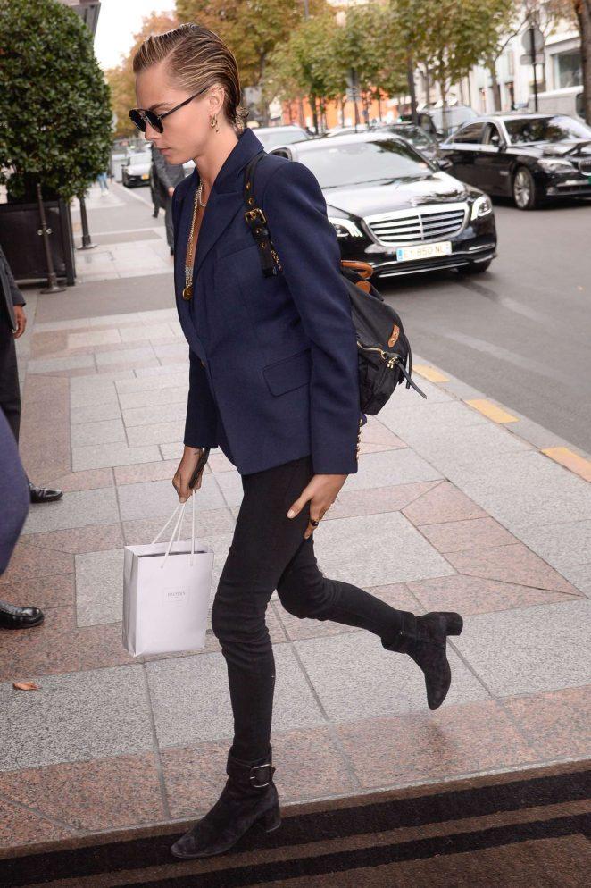 Cara Delevingne – Arriving at her hotel in Paris