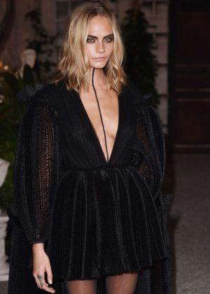 Cara Delevingne - Burberry Show 2016 at London Fashion Week